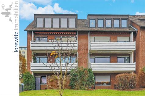 Bi-Brackwede: Gemütliche 2 Zimmer-Wohnung mit großer Wohnküche und schönem Fernblick, 33647 Bielefeld, Dachgeschosswohnung
