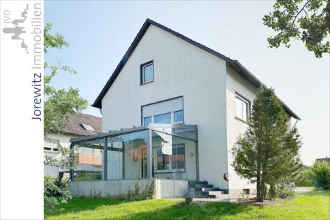 Familientip in Herford: Tolles und sehr gepflegtes Zweifamilienhaus in ruhiger Lage, 32049 Herford, Zweifamilienhaus