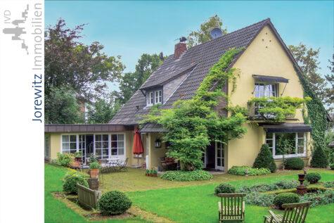 Sieker-Schweiz in Bielefeld: Reizvolles Einfamilienhaus mit traumhaftem Gartengrundstück, 33605 Bielefeld / Stieghorst, Einfamilienhaus