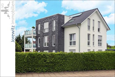 Bielefeld-Schildesche: Modernes Dreifamilienhaus (KfW 70) in begehrter Lage,  Bielefeld, Mehrfamilienhaus