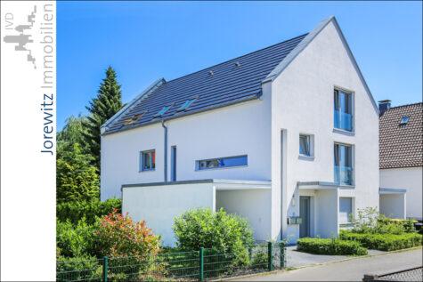 Tolles Zweifamilienhaus in beliebter Lage von Bielefeld-Schildesche,  Bielefeld, Zweifamilienhaus