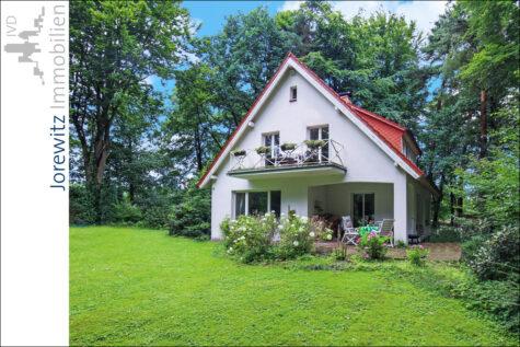 Wohnen in traumhafter Waldlage von Stukenbrock; Nähe Golfplatz, 33758 Schloß Holte-Stukenbrock, Einfamilienhaus