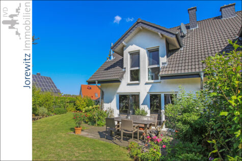 Tolle und neuwertige Doppelhaushälfte in kinderfreundlicher Lage von Bielefeld-Jöllenbeck, 33739 Bielefeld, Doppelhaushälfte