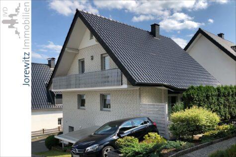 Oerlinghausen Waldhanglage: Tolles Zweifamilienhaus mit zusätzlichem Gartengrundstück und Pool, 33813 Oerlinghausen, Zweifamilienhaus