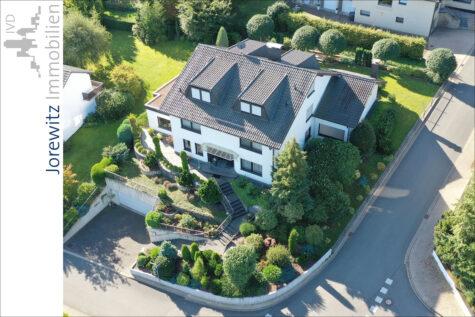 Oerlinghausen Hanglage: Familienfreundliches Einfamilienhaus mit Pool und traumhaftem Fernblick, 33813 Oerlinghausen, Einfamilienhaus