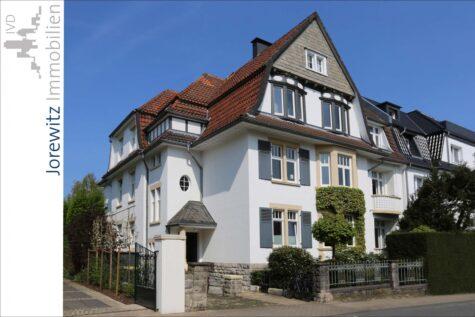 Bielefeld-West – Zwischen Siegfriedplatz und Bürgerpark: Altbaujuwel mit Terrasse und Garten, 33615 Bielefeld, Terrassenwohnung