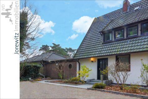 Bi-Senne im Doppelpack: Ein Grundstück mit zwei Häusern (Bungalow und Doppelhaushälfte), 33659 Bielefeld, Zweifamilienhaus
