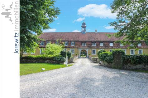 Außergewöhnliche Schloss-Wohnung über zwei Ebenen in Kirchlengern, 32278 Kirchlengern, Dachgeschosswohnung