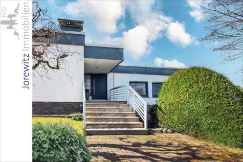 Hanglage Sieker-Schweiz: Exklusiver Bungalow mit Einliegerwohnung und schönem Gartengrundstück, 33605 Bielefeld, Zweifamilienhaus
