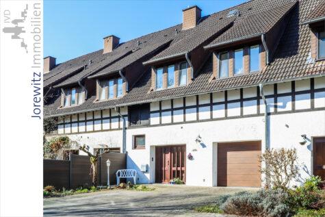 Ländliche Idylle zwischen Bi-City und Heepen: Charmantes Reihenhaus mit 4 Zimmern, Loggia und Kamin, 33719 Bielefeld, Reihenmittelhaus