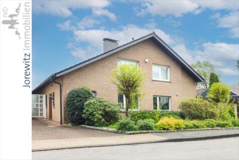 Top-Lage in Schloß Holte-Stukenbrock: Großzügiges und familienfreundliches Einfamilienhaus, 33758 Schloß Holte-Stukenbrock, Einfamilienhaus